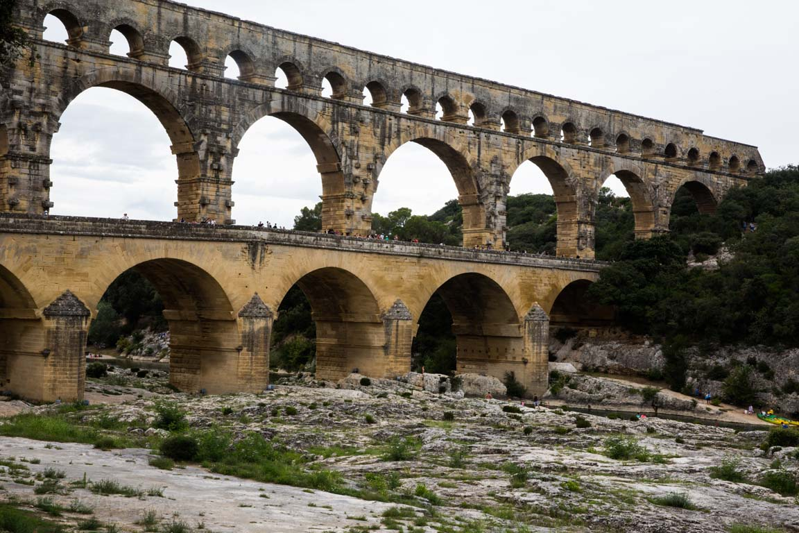 The aqueduct is ... History, characteristic of aqueducts 26